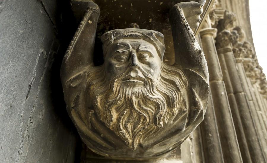 Judío (de la derecha) en la portada de la iglesia del Santo Sepulcro