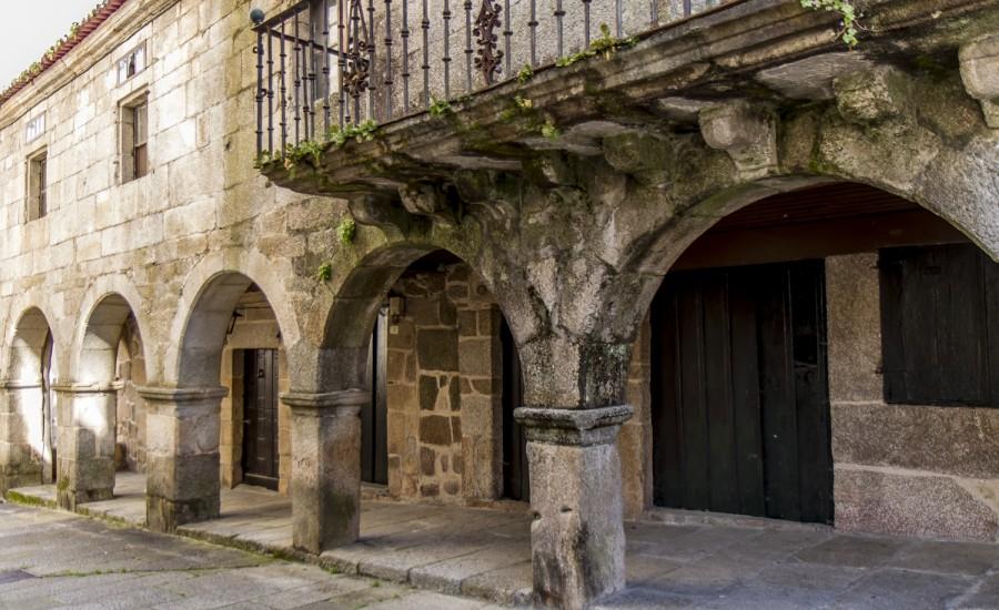 Casa de las Hermanas Touza en la Praza Maior (Ribadavia)